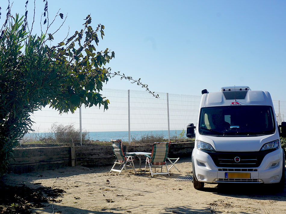 camper van area by the sea with direct access to the beach open winter/autumn