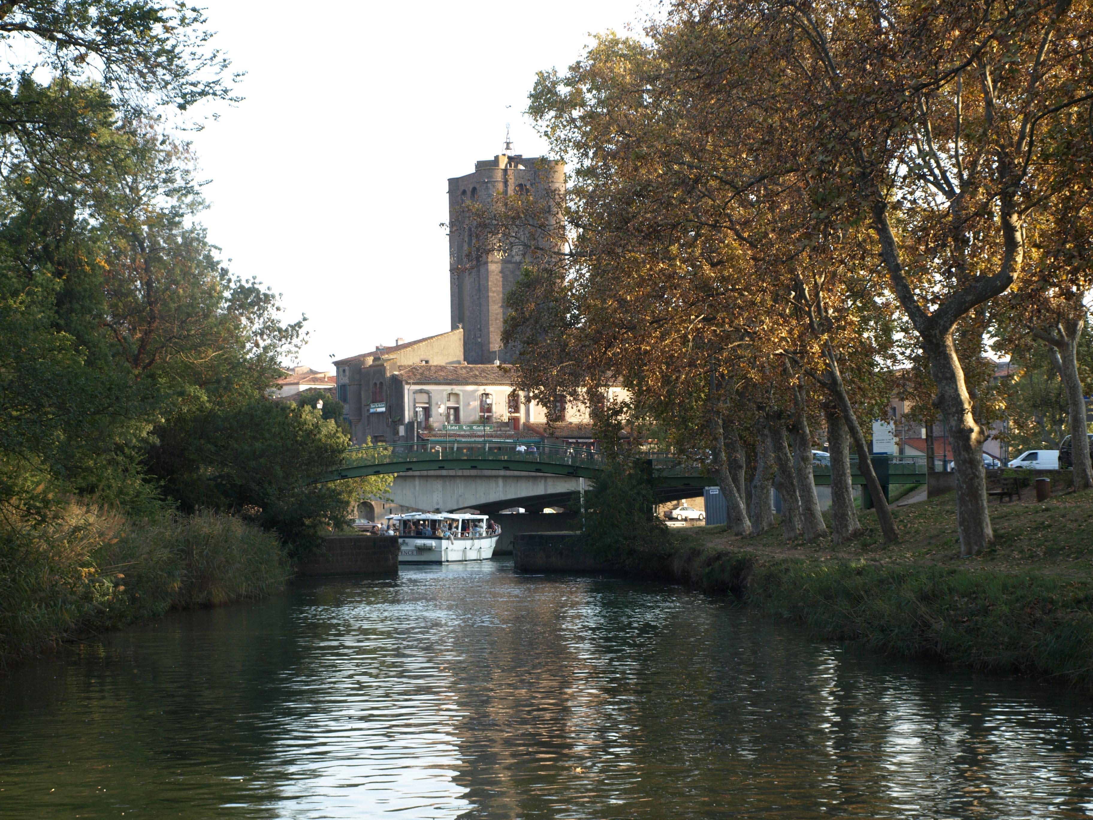 Cathédrale d'Agde et canal du Midi