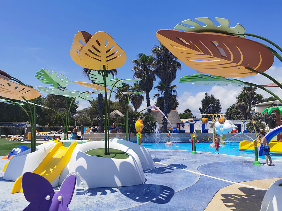 children's paradise with swimming pool and paddling pool