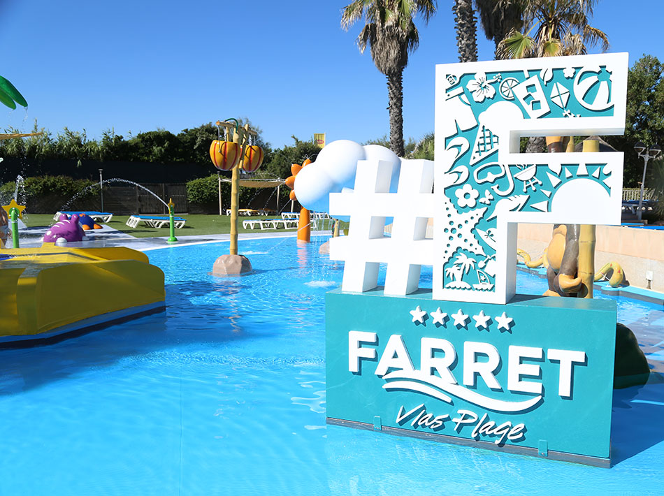 farret club swimming pool at vias plage