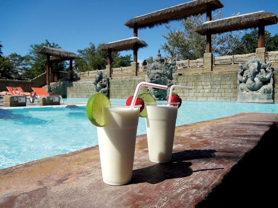 pool bar Tao, le bar aquatique du camping farret à vias plage