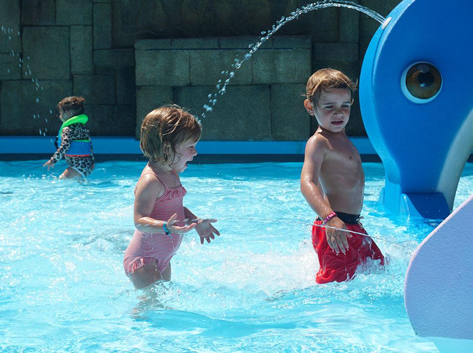 Club Farret camping avec 3 piscines et 3 jeux aquatiques pour enfants