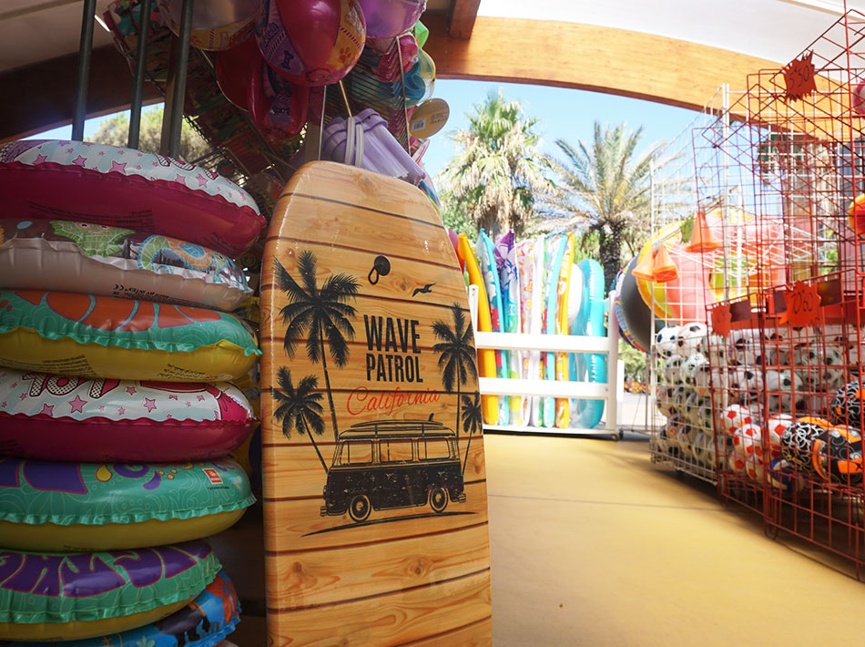 Sur place commerces avec articles de plage