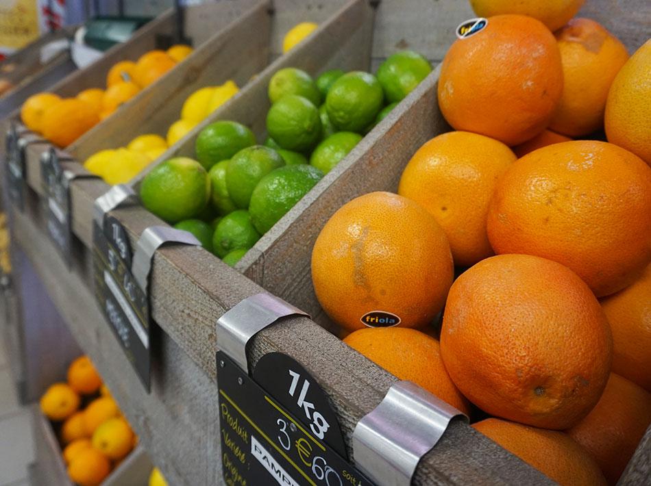 Fruits et légumes dans votre supérette au Club Farret Yelloh ! Village