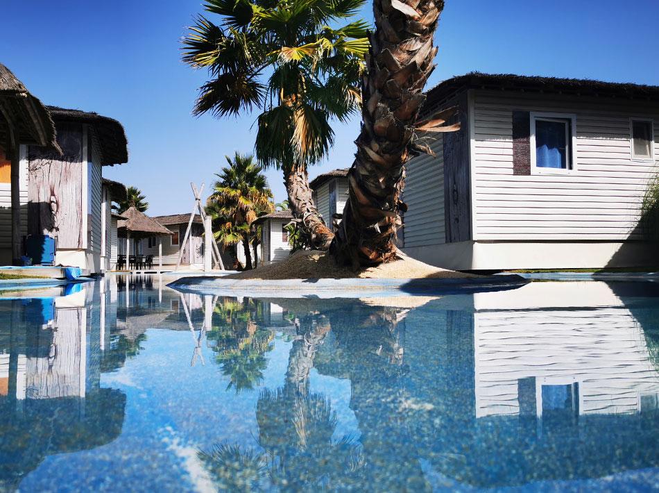 Quartier de location avec lagon et îlots camping Yelloh Village