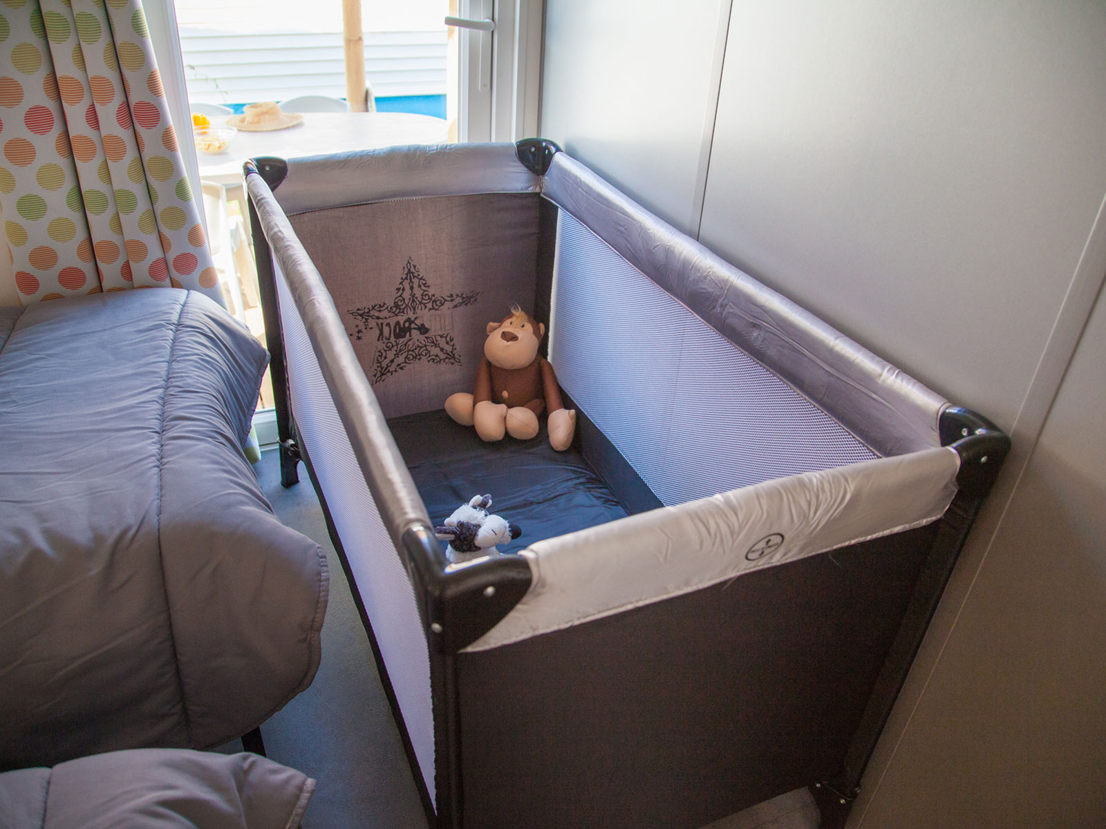 lit bébé inclus