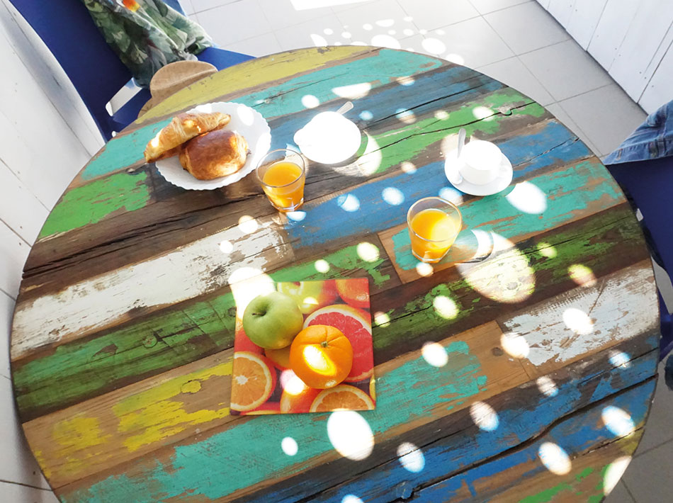 wooden-table-with-breakfast-studio-appartment-on-the-sea-ocean-Vias-Plage