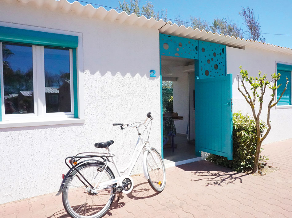 bike-bicycle-holiday-in-studio-appartment-without-sanitary-facilities-newly-renovated-blue
