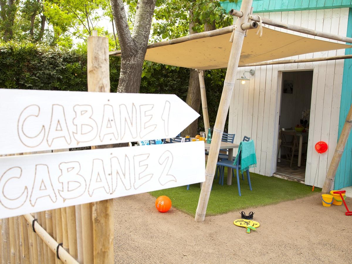 Cabane en bois avec charme neuve décoration moderne et bois au Club farret