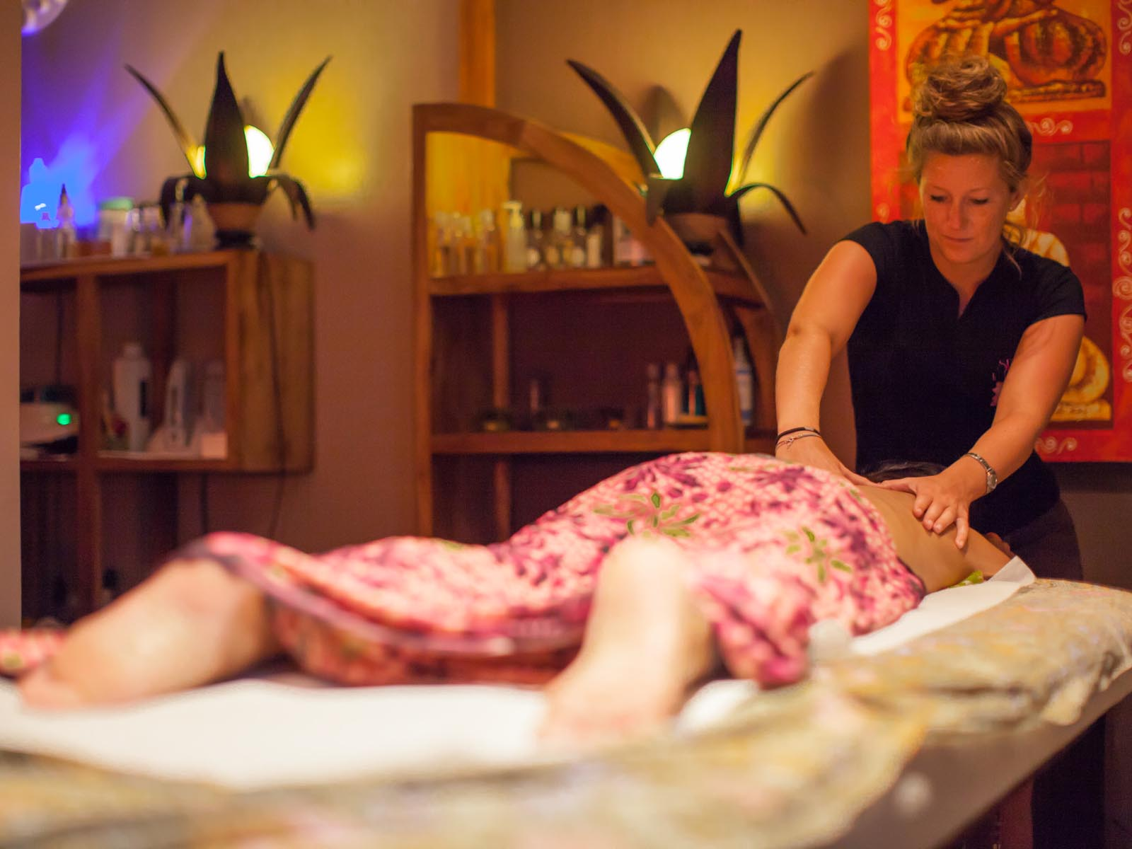 Massage relaxant au centre de bien-être