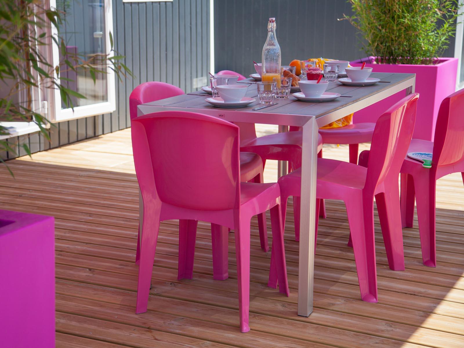 Chaises de jardin roses et modernes