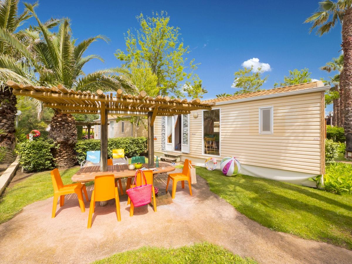 extérieur spacieux avec mobilier de jardin et ombragé