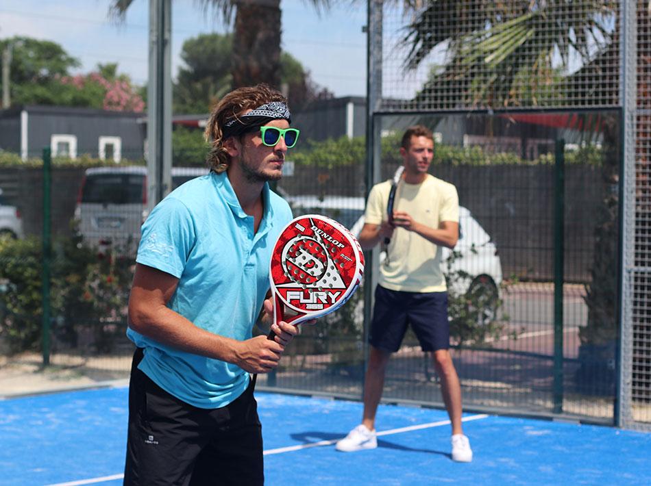 activités sportives terrain de padel tennis, squash