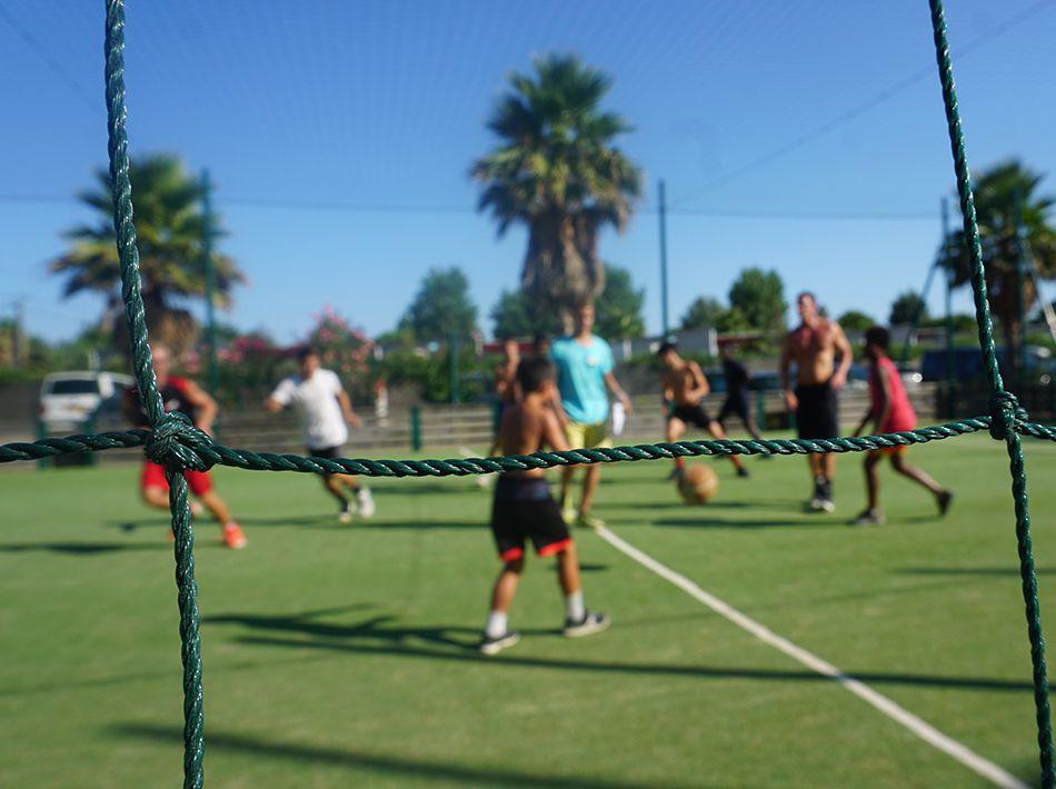 multisport, terrain de basket, foot, padel tennis à vias plage