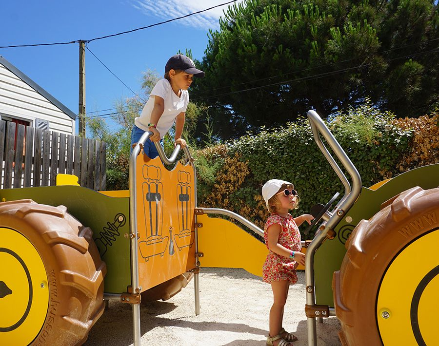 zone pour enfants aire de jeux avec sable