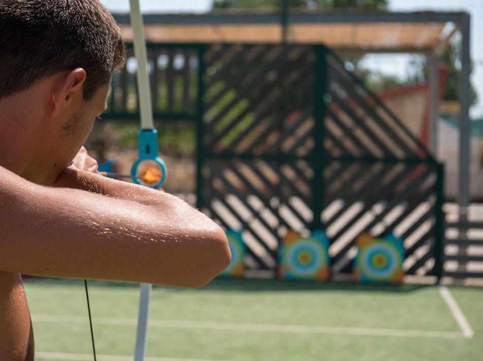 Activités tir à l'arc pour jeunes avec club ados