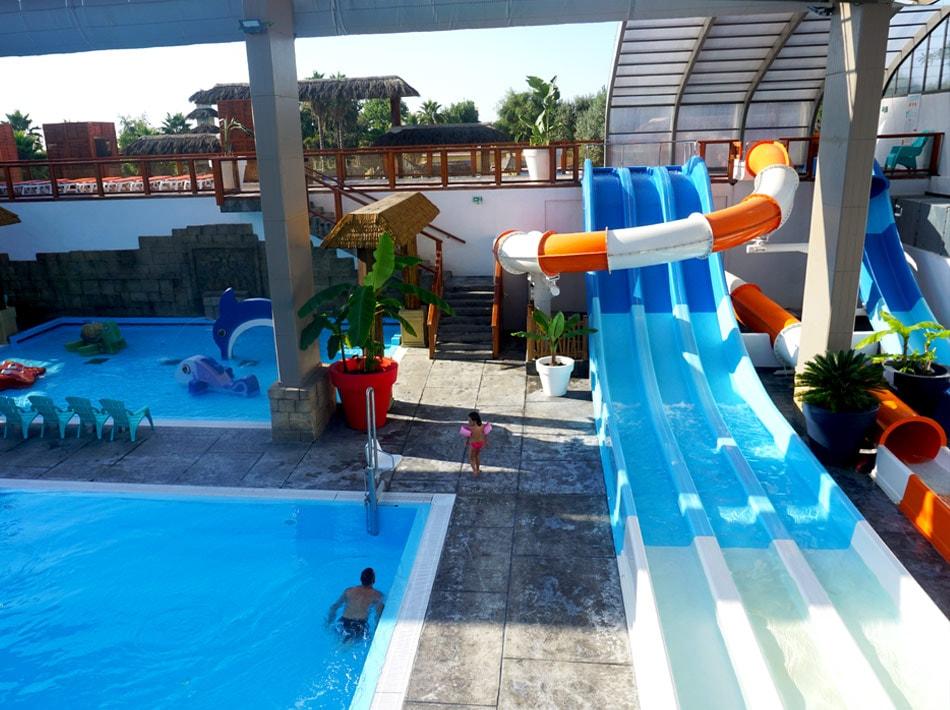 piscine intérieure toit ouvrant est espaces végétalisé