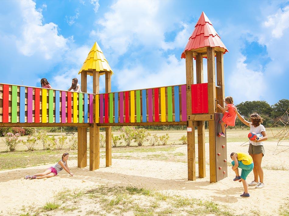 Camping avec activités et aire de jeux pour enfants