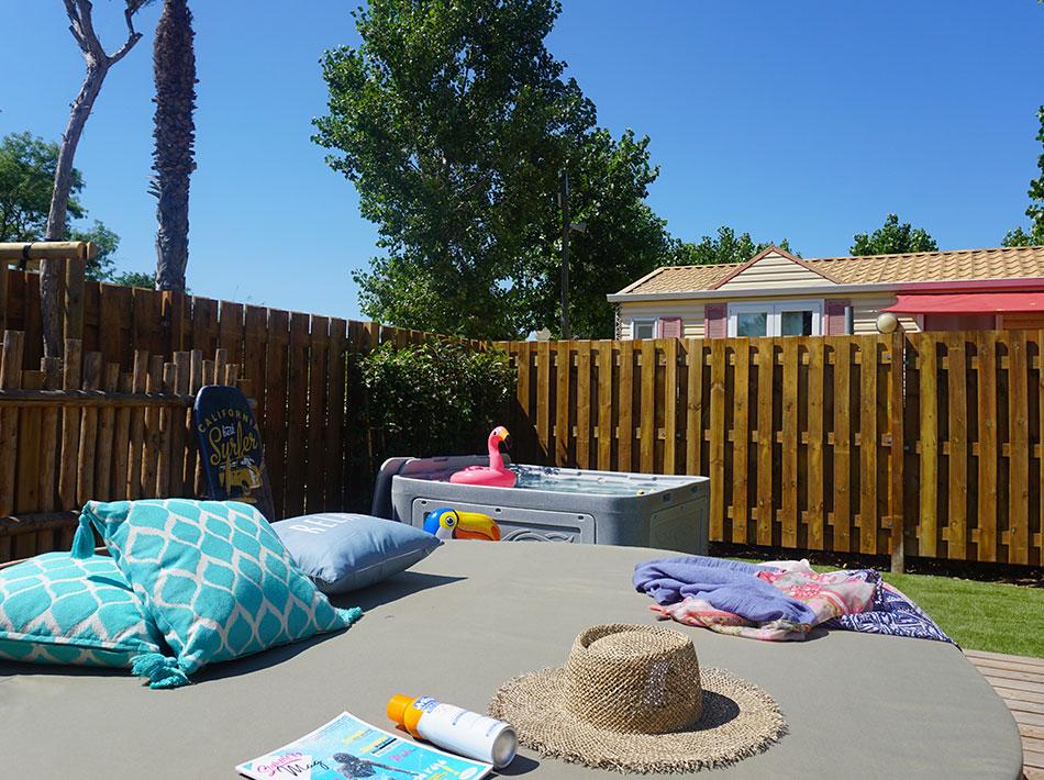 Cottage Family premium pour 8 personnes avec spa privé eu camping sainte Cécile