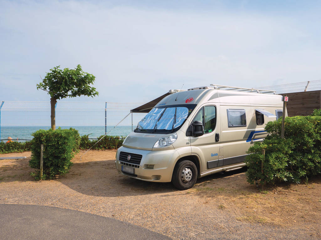 large pitch for motorhomes, caravans and tents for a stay in Vias Plage