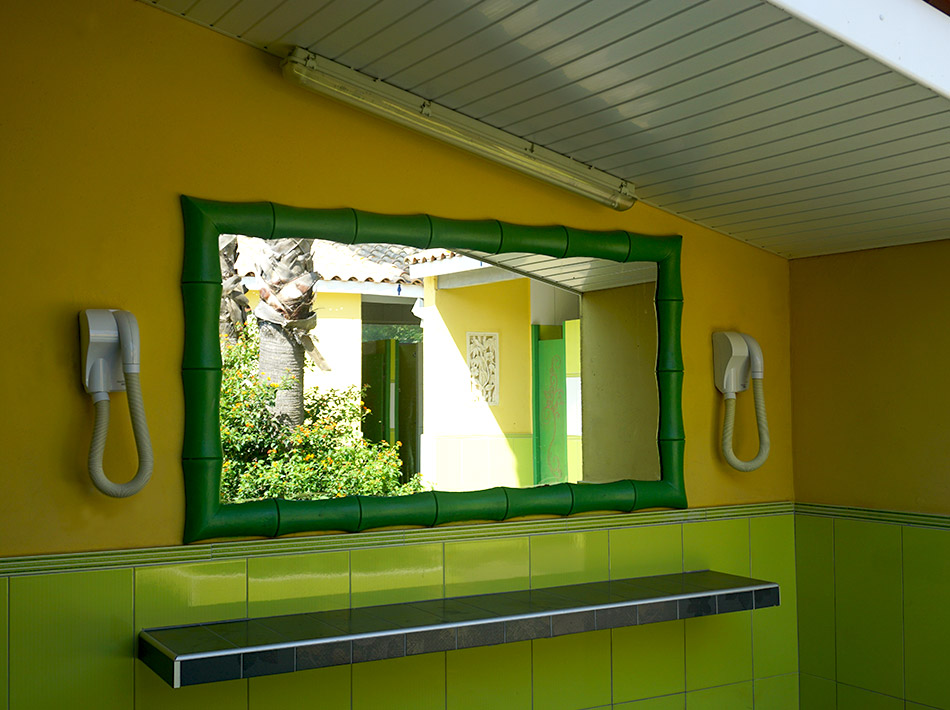 sanitary facilities with hairdryer in a 5-star campsite at Vias Plage