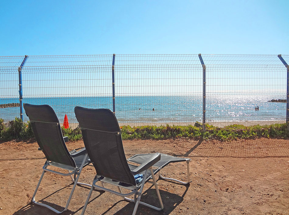 Sun lounger, sunbathing, camping site in the Hérault with direct access to the sea