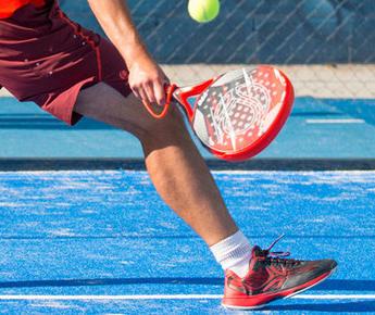 Le Padel Tennis : le nouveau sport ludique intense et convivial