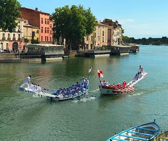 Entlang des Flusses Hérault in der Region Occitanie
